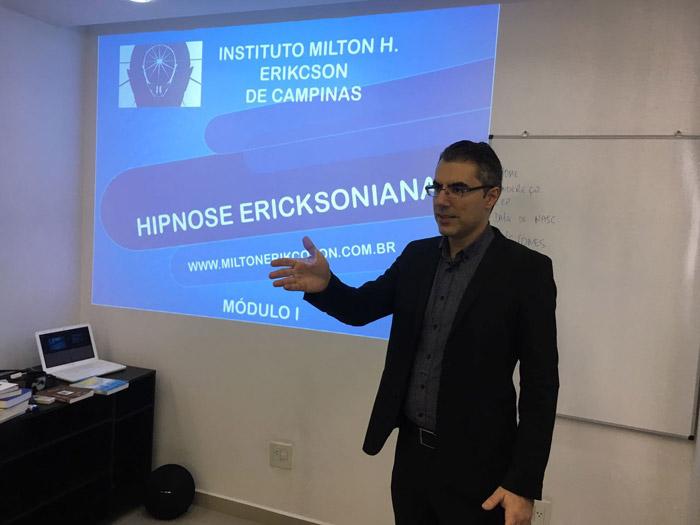 Primeira aula da sétima turma do Curso de Hipnose Ericksoniana